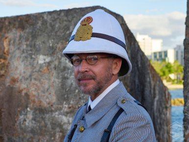 Recreador histórico Rafael Mayoral vestido con el uniforme de un soldado del siglo XIX.