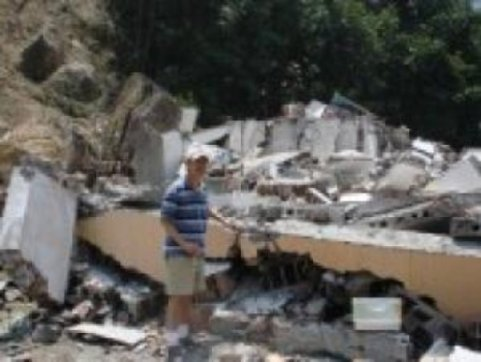 Liu on the site of May 2008 Wenchuan earthquake in the Sichuan province of China, where more than 90,000 people died. Credit: Image courtesy of University of Missouri-Columbia