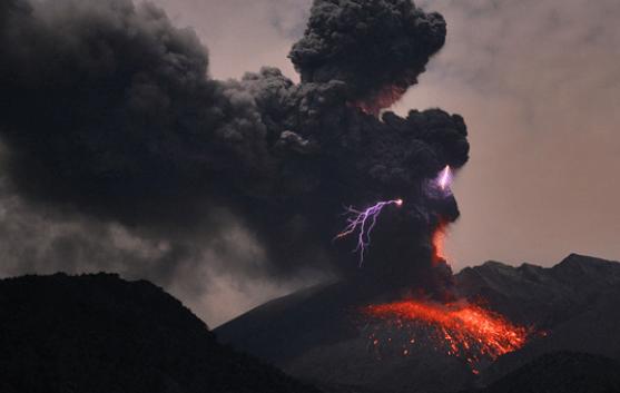 Volcanic lightning. Credit: Martin Ritze