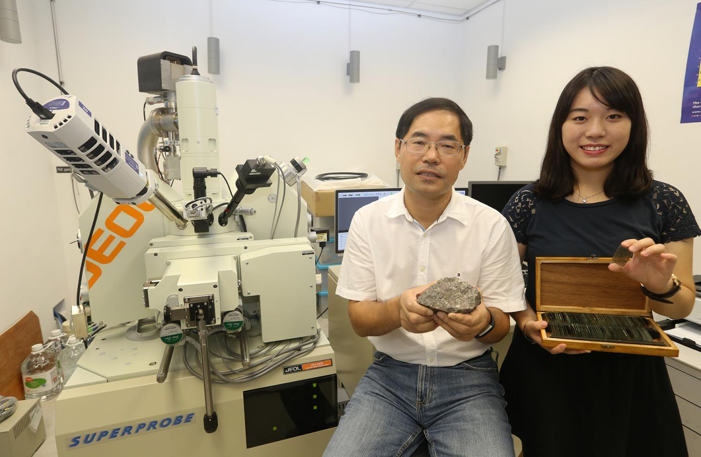 Earth Sciences Student Research On Metamorphic Rock In North China