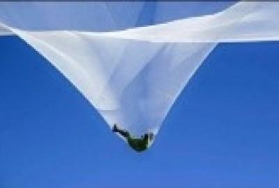 Скайдайвър скочи без парашут от височина 7600 метра