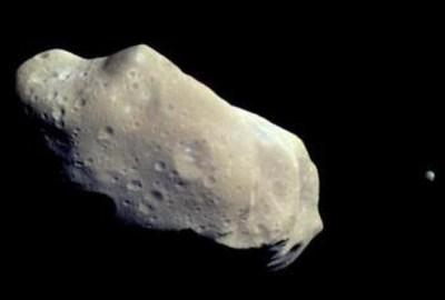 Близка среща с голям астероид на 19 април