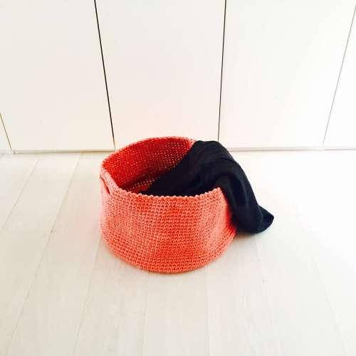 Cesto de trapillo para la ropa hecho a mano