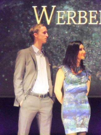 Michael und Lydia bei der Überreichung der Diplome an die Werbefilm-Producer