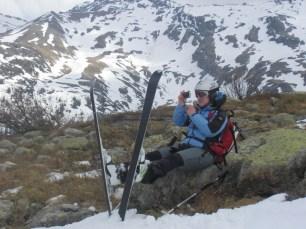 Conny schießt ein paar Fotos, bevor es die letzten Meter ins Tal hinunter geht