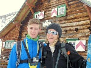 Paul mit Tante Susi auf der Südwiener Hütte (1.798m)