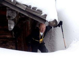 Viel Schnee vor der Hütte