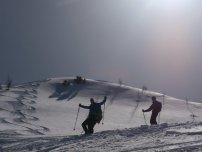 Dietmar und Tim freuen sich über den Pulverschnee im steileren Gipfelhang