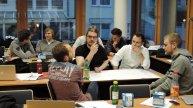 Projektmanagement in Teamarbeit: Studenten bei der Erstellung der Projektumweltanalyse
