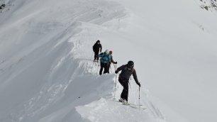 Der Gipfelgrat der Öfenspitze verlangt der Tourengruppe Mut ab