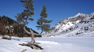 Blick von der Oberseehütte über den zugefrorenen See
