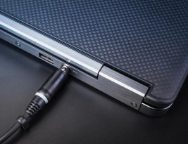 Incarcator laptop – cum si ce comand?