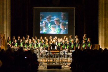 romsey-youth-choir-at-music-for-george-2