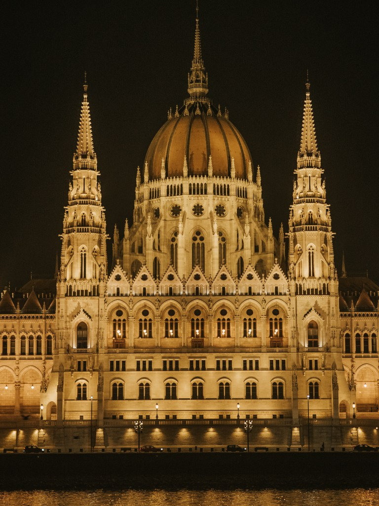 hungarian parliament building budapest night