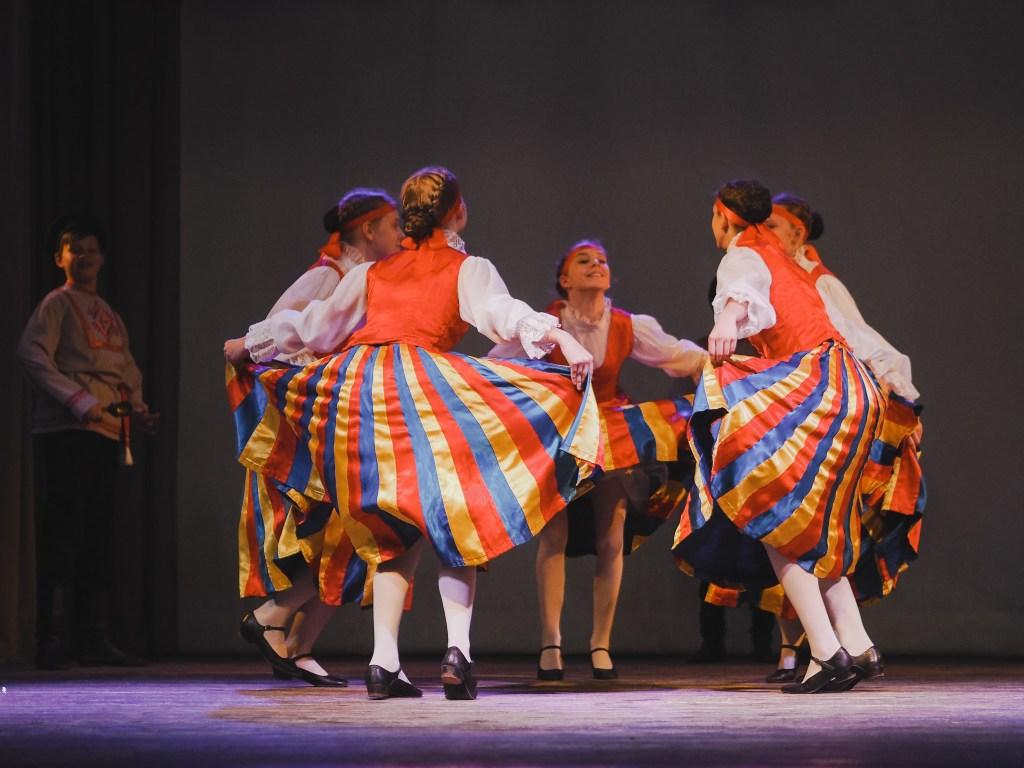 russian folklore dancing