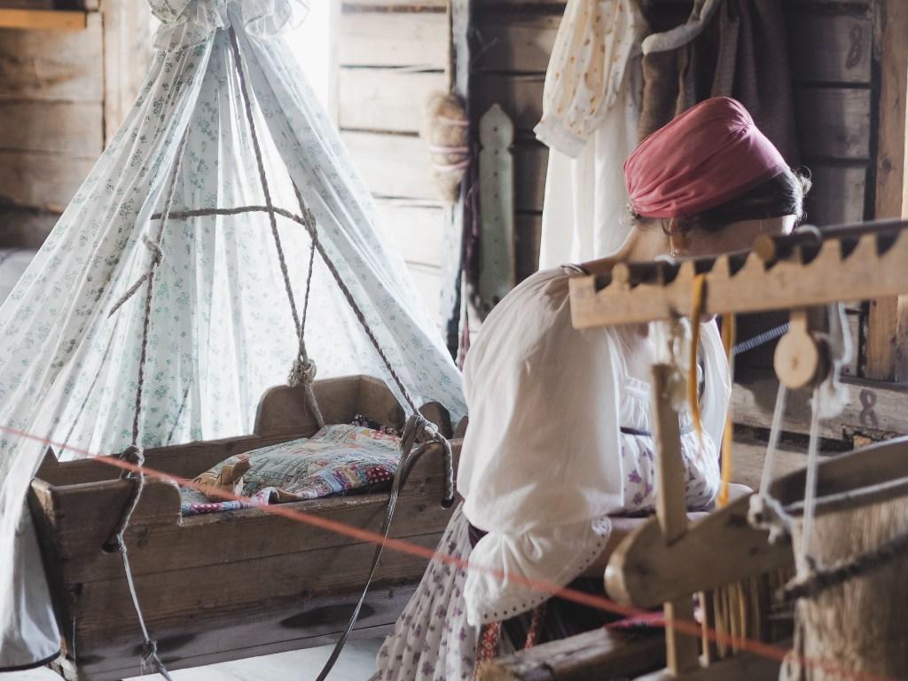 kizhi island peasant house weaving