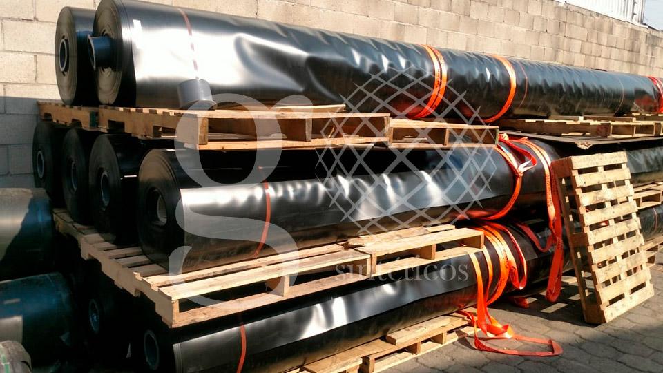 Geomembrana de polietileno de alta densidad de 0.90mm.