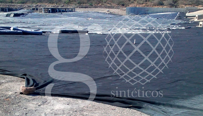 Colocación d ela segunda etapa de geotextil.