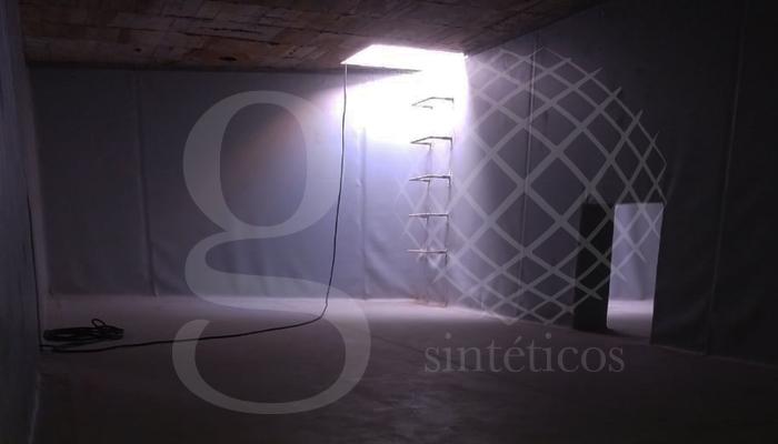 Suministro e instalación de #geomembrana de #PVC gris, para agua potable.