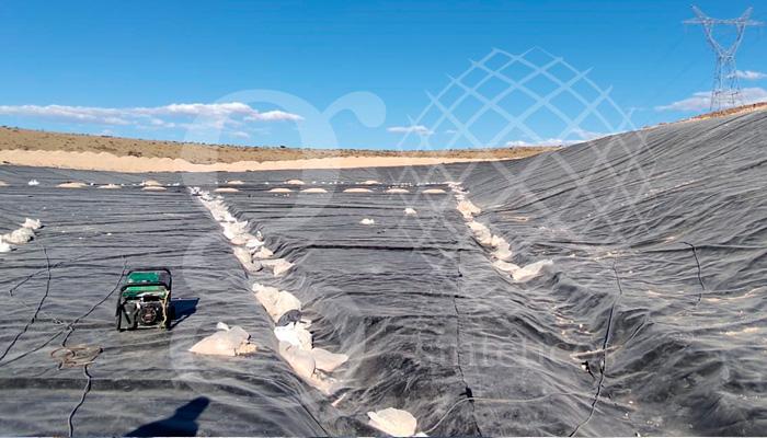 Relleno sanitario en el municipio de Sombrerete, Zacatecas, instalación de #geomembranas de 1mm, obra de 14,466 M2 instalados.