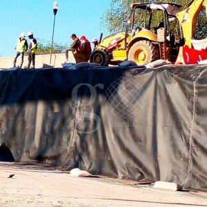Nueva inicio de obra, #Fosa de #Residuos de material peligroso en #Aguascalientes. La primera etapa incluye la colocación en #Talud vertical de #Geomembrana #hdpe de 1mm de espesor.