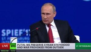 """Poetin: """"We willen voorkomen dat Syrië zoals Libië wordt"""""""