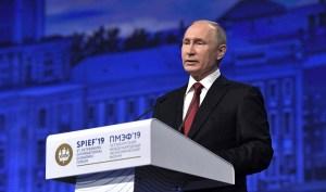 """Poetin: """"Rol van de dollar moet worden herzien"""""""