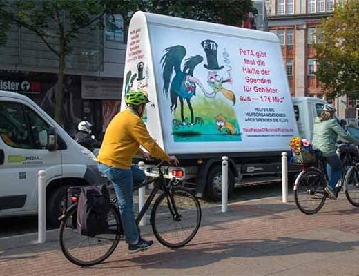 PeTA wird konfrontiert / Screenshot: realfacesofanimalrights.de
