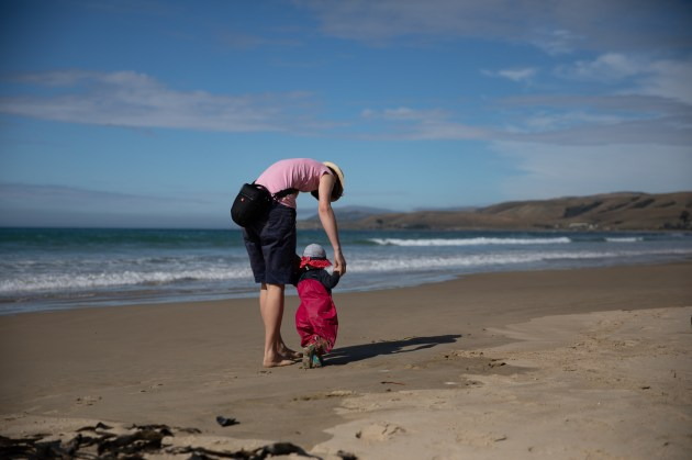 Laufen lernen am Strand von Kaka Point