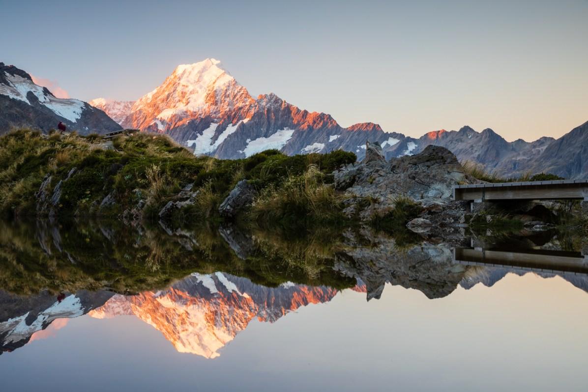 Der Mount Cook spiegelt sich in den Sealy Tarns
