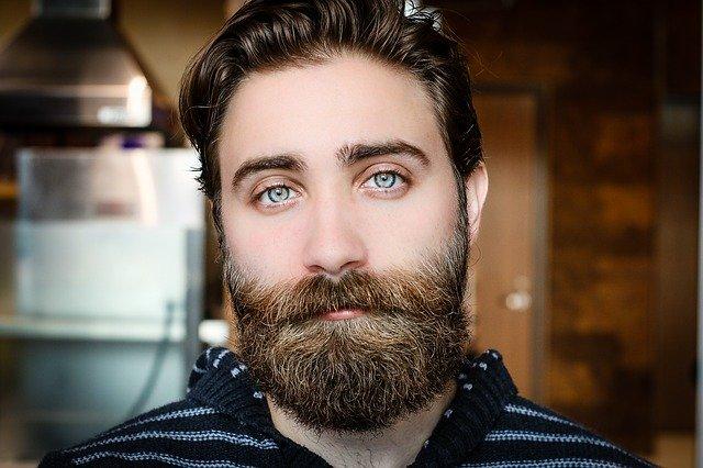 Vous avez une barbe hipster et vous voulez vous assurer d'en prendre soin et de la maintenir en bonne santé ? Voici donc ce que vous devez faire.