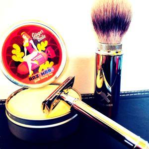 Raz*War> Rasoir de sûreté traditionnel et savon de barbier