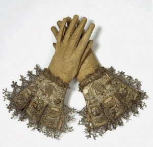 Pair of gloves, 1603-1625, Courtesy of Wikipedia