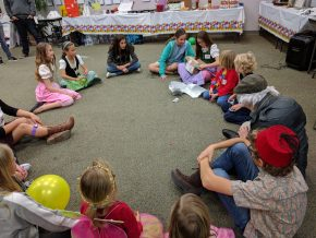 Circle game with gift box