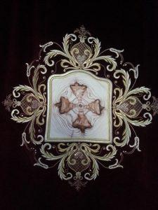 κεντητή απεικόνιση του αχειροποιήτου Τιμίου Σταυρού. Λεπτομέρεια Βήλου Ωραίας Πύλης