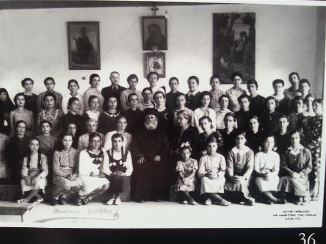 15. Με τις μαθητριες της σχολής