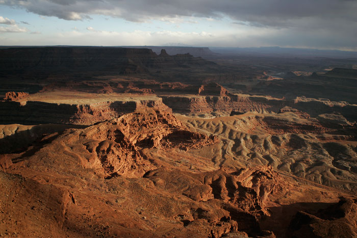 Canon EOS 1D MarkII — 24mm ISO 100 @ f/2.8 and 1/500 sec — A view from Dead Horse Point.