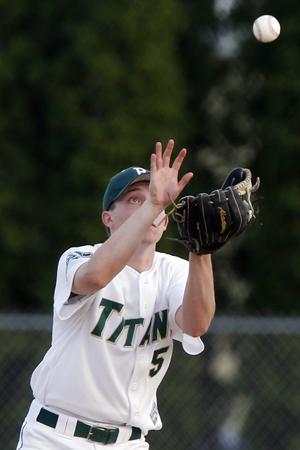 outfielder catch