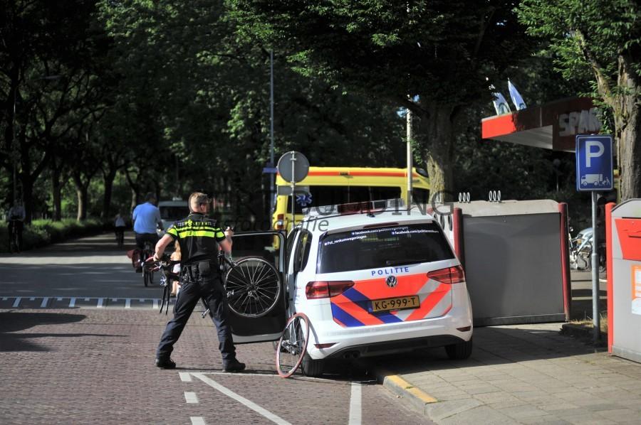 Wielrenner Wageningen door auto getoucheerd, hersenschudding