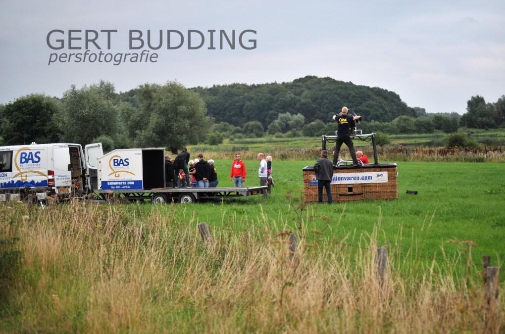 Luchtballon land in Jufferswaard Renkum