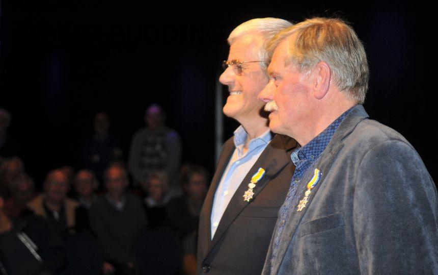 Koninklijke Onderscheiding voor Henk van het Hof en Johan Tuininga van Buurtbusvereniging