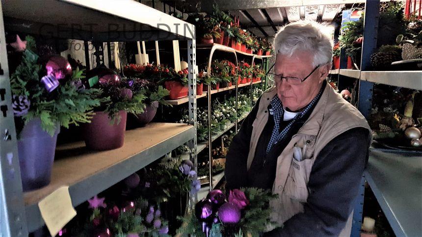 Ton Delsink maakt 1200 kerststukken kerstmarkt vanaf 13 december RK Kerk Renkum