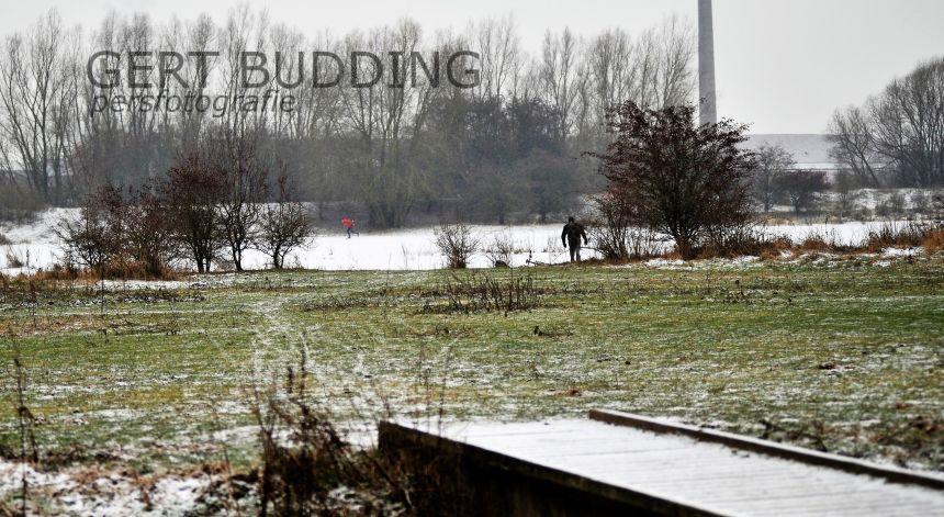 Schaatsen in Jufferswaard ondanks krakend en scheurend ijs