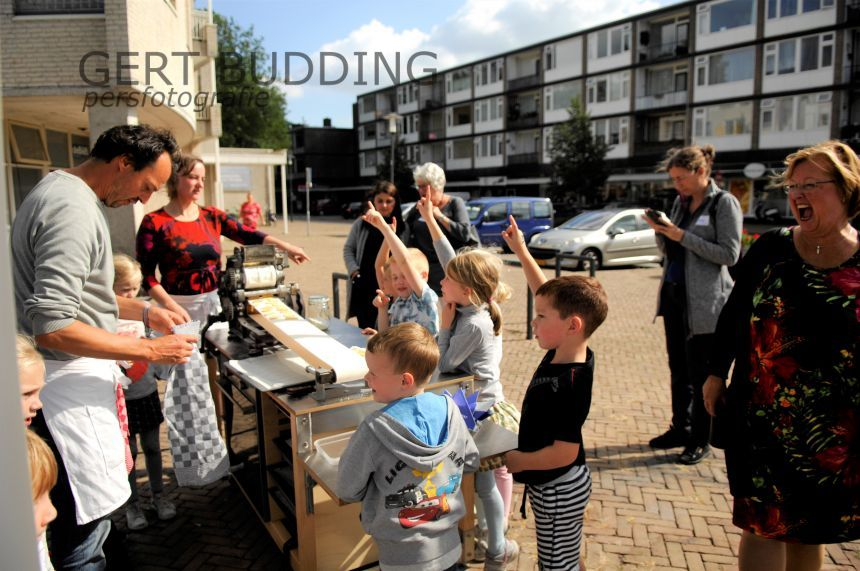 Groep 3 Beatrixschool leert letters met koekjesbakken