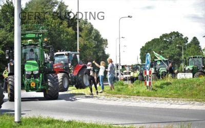 Uiterst vreedzame boerenactie in Wageningen, honderden trekkers