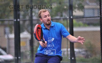 Koning Willem Alexander bij Open Tennis en Padeltoernooi Bakkershaag? Het is Coen Budding