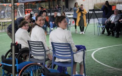 Bo Kramer, Lindsay Frelink en Mariska Beijer van het gouden Paralympische Rolstoelbasketbal-team nu Ridder in de Orde van Oranje Nassau