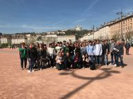 Internationale Teams bei der Besichtigung in Lyon
