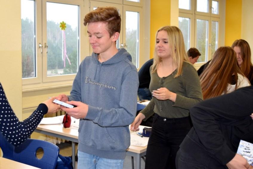 Gesamtschule KW_Eine kleine vorweihnachtliche Überraschung..._Dezember 2017_2