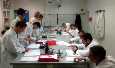 Gesamtschule Petershagen_Physikkurse-im-glaesernen-Labor_2016